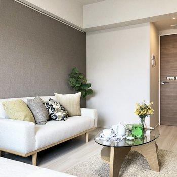 ベッドを置いても、ソファやローテーブルを置けるスペースは充分にあります。※写真はモデルルームとなります