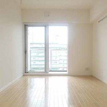 スッキリ箱型で使いやすい形。※写真は9階の同間取り別部屋です。