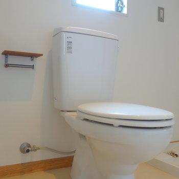お隣にトイレです。  ※写真は前回募集時のものです