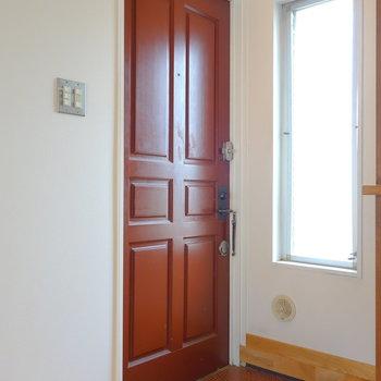 玄関のドアがいい味だしてるなぁ  ※写真は前回募集時のものです