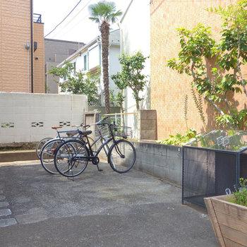 駐輪場も、敷地内ゴミ置場も。