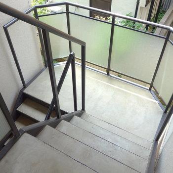 お部屋までは階段ですよ。