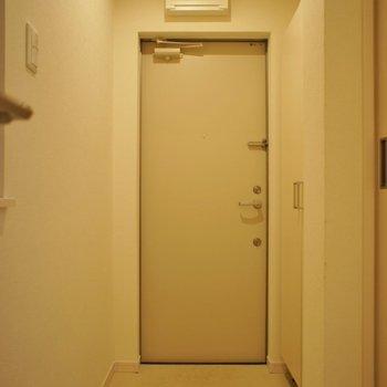 玄関も広々◎※写真は同タイプの別室