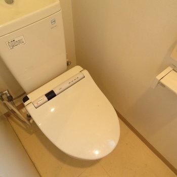 温水洗浄便座も付いてます