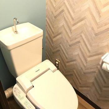 トイレにもミントグリーンの壁紙!