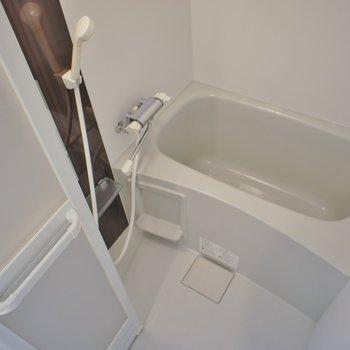 浴室乾燥付きのバスルーム