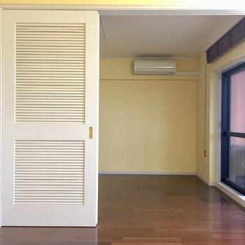 向こうのお部屋が寝室になりそう
