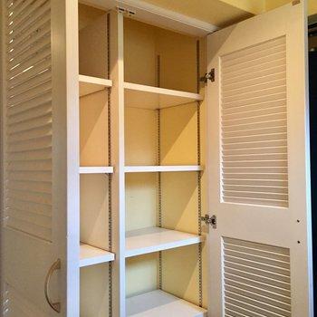 こちらは可動棚の玄関収納です