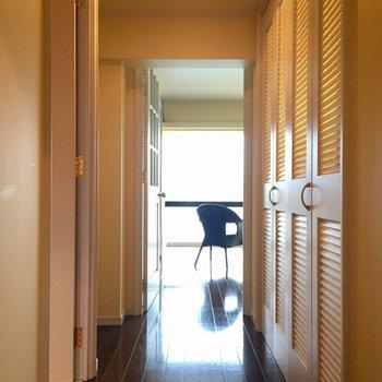 廊下には扉に隠されたあの場所