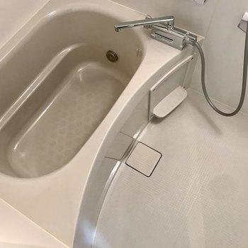お風呂は追い焚きです。※写真は前回募集時のものです