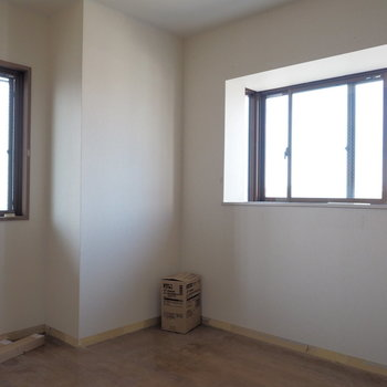 【工事前】こちらは5帖のお部屋、明るいです