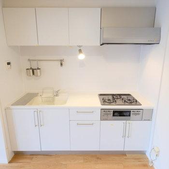 人工大理石の天板を利用したキッチン。。
