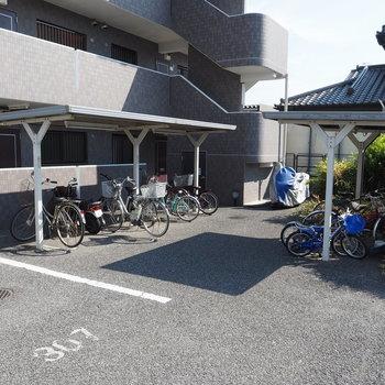 駐輪場にはちゃんと屋根も有りますね