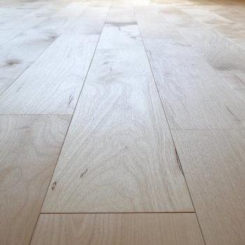 床材はバーチを使用。白っぽく光沢があります。※写真は前回募集時のものです