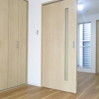 洋室は4.5帖!おっきめのベッドを置いて快適に眠りたい!