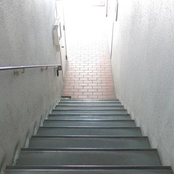 お部屋へは階段で向かいます!