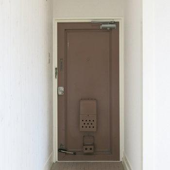 玄関にも靴箱必要ですね!