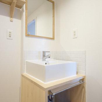 洗面台もナチュラルデザイン♪※同間取り別部屋の写真です。