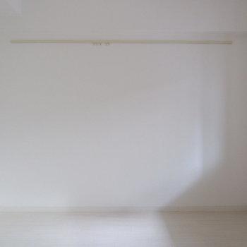 【6帖洋室】こちらは寝室に。