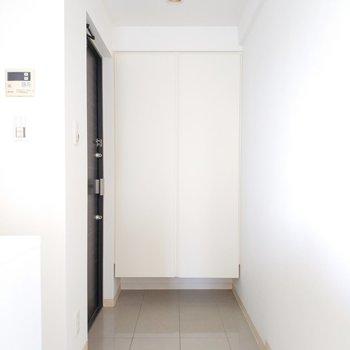 玄関は床があってしっかりした作りに◎※写真は前回募集時のものです