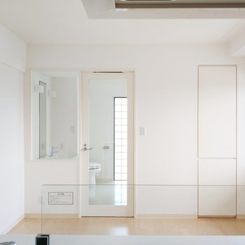 キッチンからの眺めも白基調で清潔感あるなぁ!※写真は前回募集時のものです