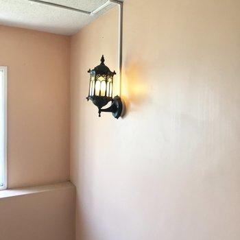照明もレトロなデザインで素敵♡