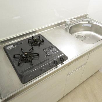 もちろんシステムキッチンです※写真は反転間取り別部屋のものです。