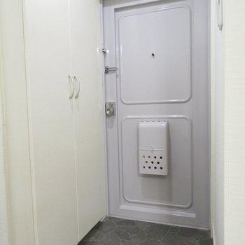 十分な広さの玄関です※写真は反転間取り別部屋のものです。
