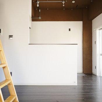対面式のキッチンは手元がしっかり隠れます
