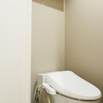 トイレ上に棚があるの嬉しい◎