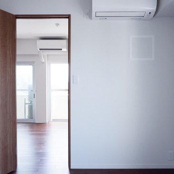 【4.3帖洋室】エアコンが付いていますね。