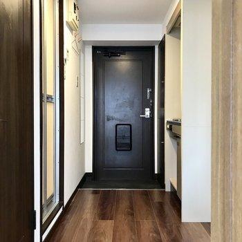 キッチンや水回りは廊下にぎゅっと