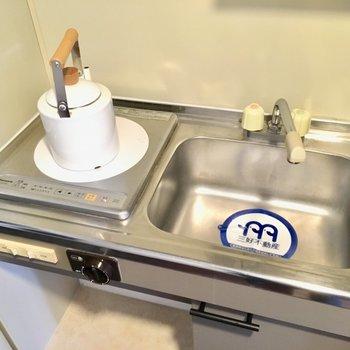 キッチンはIH1口。お掃除は楽ちんです。(※写真の小物は見本です)