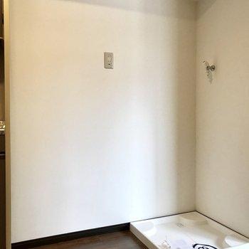 キッチンの横に冷蔵庫、そして洗濯機。家事動線はスムーズに!