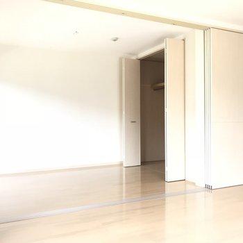 洋室への引き戸は閉めても開けてもお好みで!