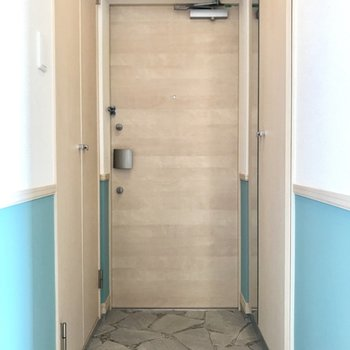 玄関はひたすら爽やかに!シューズBOXには嬉しい鏡付き!