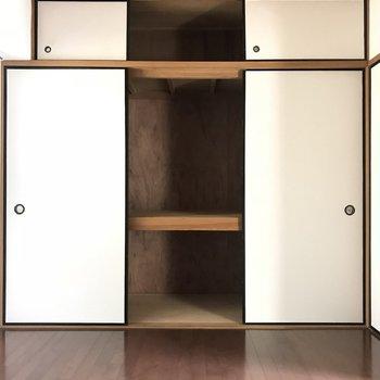 大容量の収納!扉は全部一気に開けれないみたい。
