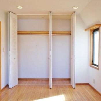 寝室収納は大容量!※写真は2階の同じ間取りの別部屋