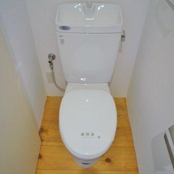 トイレに収納棚もあります