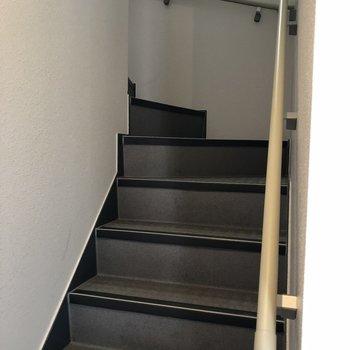 階段は中にありますよ