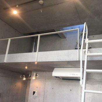 上を見上げると、、そこにはロフトが!!※同階同間取りの別部屋の写真です