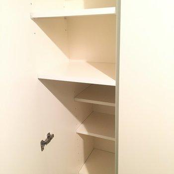 こちらは玄関横の下駄箱!※同階同間取りの別部屋の写真です