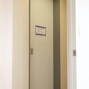 玄関はちょいコンパクト