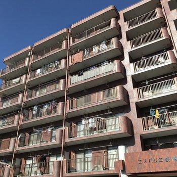 外観は住宅街に馴染んだデザイン。ここはとても静かでした