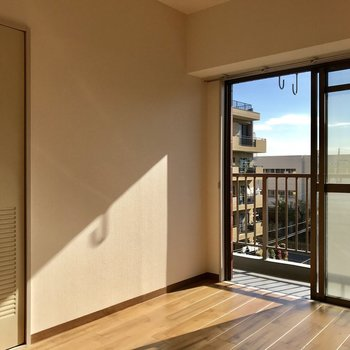 【6帖洋室】やはり陽の光がこちらにもちゃんと入っています