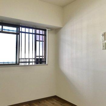 【4.5帖洋室】小窓がちょうどいい
