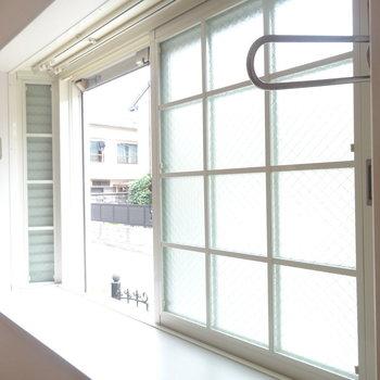 出窓になっています※1階の反転間取り別部屋の写真