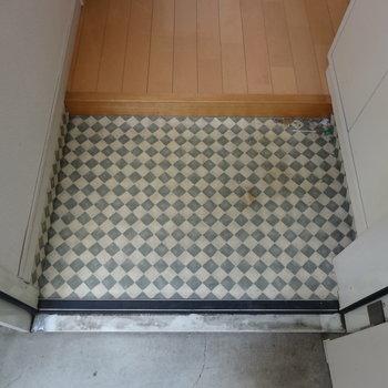 玄関はこちら※1階の反転間取り別部屋の写真