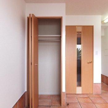 1階にも小さめのクローゼットがあります※1階の同間取り別部屋の写真です