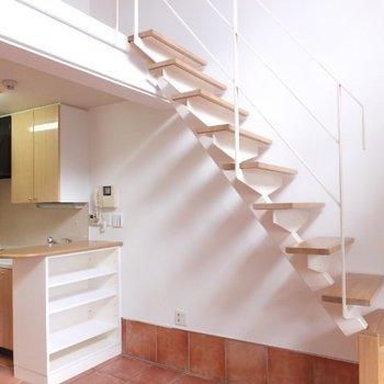 テラコッタ調のタイル床で一気に雰囲気が出ます※1階の同間取り別部屋の写真です